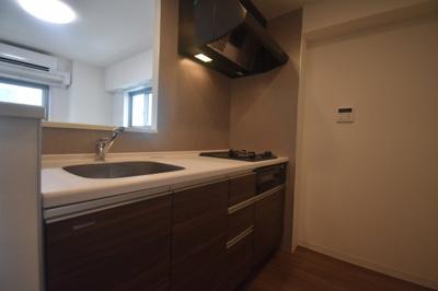 【キッチン】閑静な住宅街にたん誕生した新築物件 カーサ麻布 ル・グラン