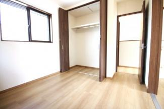 《洋室5.25帖②》どのお部屋も2面採光で明るく風通しのよい快適な暮らしです。