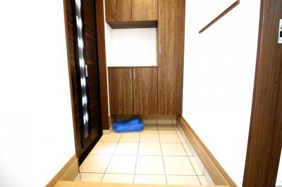 玄関にはシューズボックスがあるのでご家族の靴がたくさんしまえて玄関スッキリ!