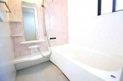 浴室暖房乾燥機は、雨の日の洗濯物もその日のうちに乾かせます。寒い季節には浴室を暖房で暖かくしてから入れます。