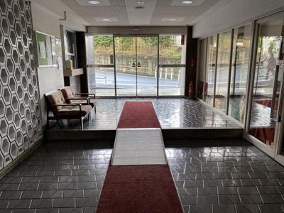 エントランスホールはレトロな雰囲気が漂う空間です。