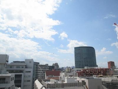 前面には高い建物も無く、眺望も良好です。