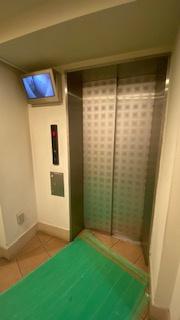 エレベーターには防犯カメラ付き