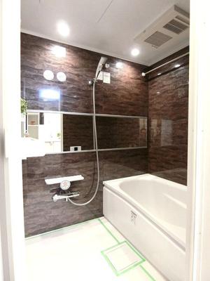 一日の疲れが癒せるバスルームは浴室乾燥機付きです。