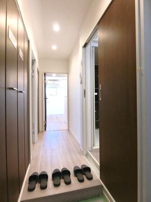 シューズクローゼットつきの玄関ですっきりと使えます。