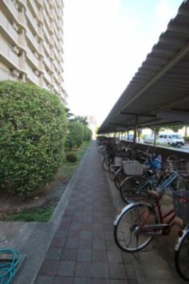 屋根付きの駐輪場です。大事な自転車を風雨から守れますね♪