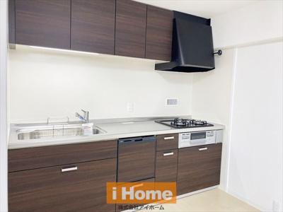 システムキッチン新調しています! 食洗機付きのため家事の負担を軽減できますよ!