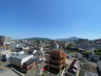 バルコニーからの気持ちのいい眺望♪ぐるりと広い景色が広がり、毎日大きな空を眺められます