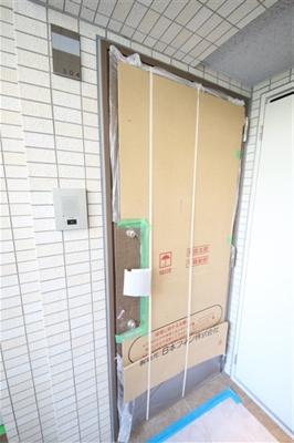 【玄関】レオンコンフォート本町クレセント