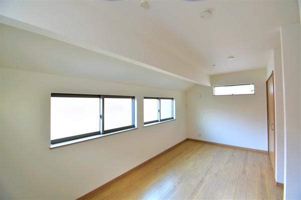 大きな主寝室にするのは勿論、 将来壁をつけて二つの洋室としても利用できます!