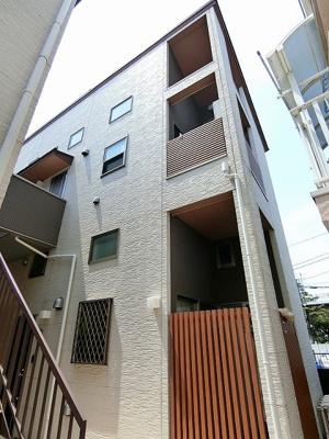 東急田園都市線「高津」駅より徒歩3分!3駅2沿線利用可能♪駅近の閑静な住宅地にある2階建てアパートです♪スーパーが近くてお買い物にも便利な立地◎