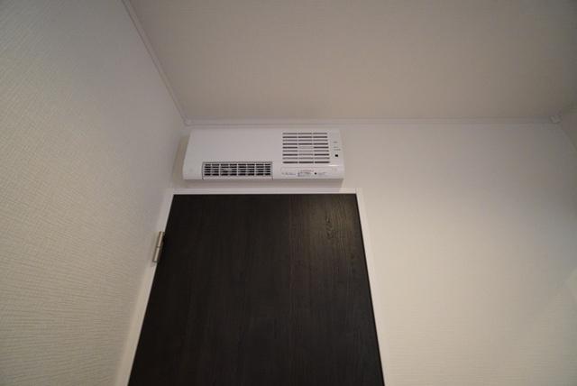 洗面所暖房機付き。