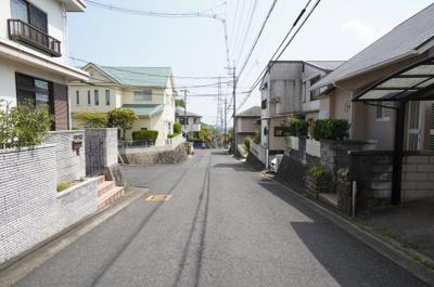 前面道路は16mと6m。こちらの道路から駐車場へ楽々車庫入れができますね!