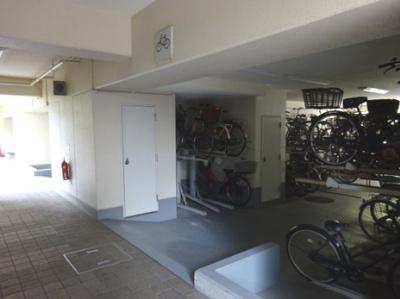 屋根付きの駐輪場ですので、大切な自転車を風雨から守ります。
