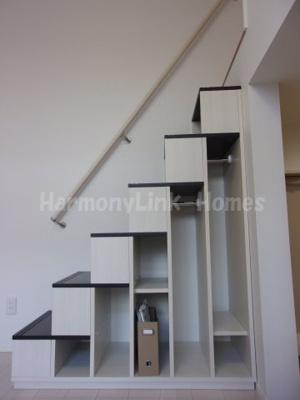 ハーモニーテラス綾瀬IVの収納階段