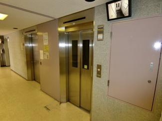 エレベーターは2基あるので、 通勤・通学ラッシュの混雑も軽減してくれるでしょう。