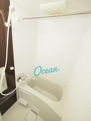 浴室乾燥機能付きのバス・ルーム!おしゃれなアクセントクロス♪
