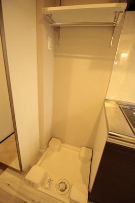 可動棚付きの洗濯機置き場♪ ※写真は別号室です。