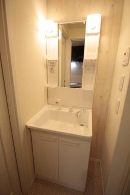 身支度には必須の独立洗髪洗面台♪ ※写真は別号室です。