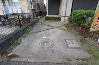 余裕のある駐車場 見通しの良い間口なので出入りしやすいです