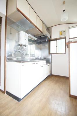 まな板スペースのあるキッチン