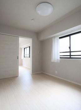 個人の部屋や寝室として使える洋室です 全室照明付きです