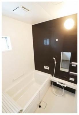 浴室換気乾燥暖房機付きのゆったりとした浴室。オールシーズン快適なバスタイムが実現します  ※他現場施工例写真