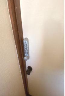 各部屋にナンバーロックが付いています。
