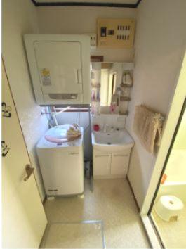 1階の共用洗面所です。