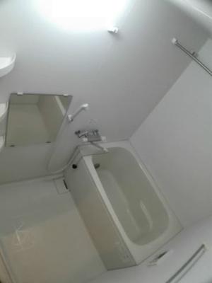 お風呂です(同物件別部屋の写真)