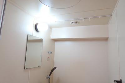 シャワーカーテン用のレールあり
