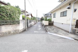 交通量の少ない閑静な住宅街の公道です。