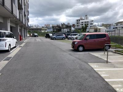【駐車場】築浅マンション レーヴ宜野湾クレール