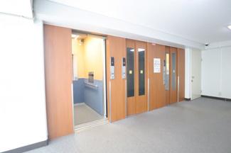 東建検見川マンションB棟 エレベーターは3基あるため、忙しいお時間帯も 待たされる事が少なく生活がしやすいです!