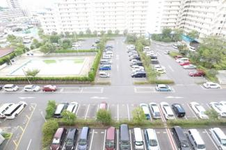 東建検見川マンションB棟 ビッグコミュニティならではの大規模な自走式の駐車場です! 月額9000円です!