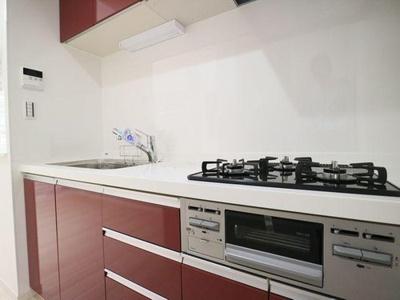 グリル付き3口ガスコンロは調理の幅も広がります。