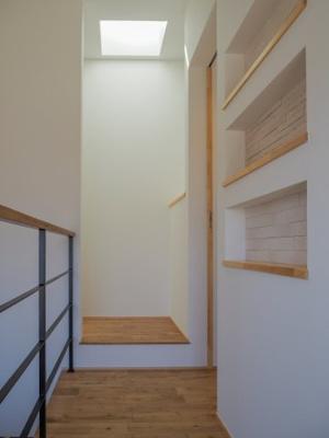 弊社モデルハウス:廊下 物件から徒歩約1分、モデルハウスを見学できますよ。 お気軽にお越しくださいね('ω')