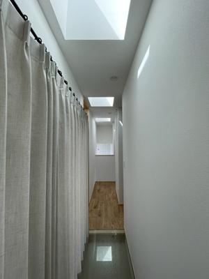 弊社モデルハウス:廊下部分 物件から徒歩約1分、モデルハウスを見学できますよ。 お気軽にお越しくださいね('ω')