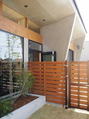 弊社モデルハウス:中庭部分 物件から徒歩約1分、モデルハウスを見学できますよ。 お気軽にお越しくださいね('ω')