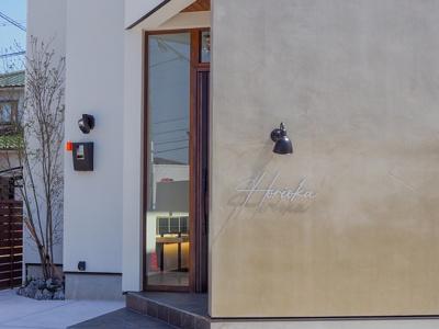 弊社モデルハウス外観 物件から徒歩約1分、モデルハウスを見学できますよ。 お気軽にお越しくださいね('ω')