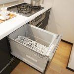食洗器がビルトインで家事の負担を減らします。
