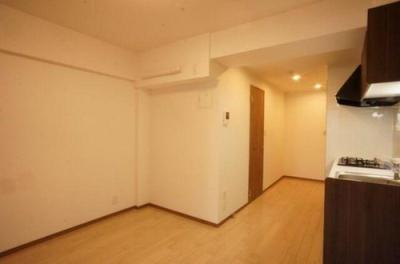 バルコニー側洋室の引き戸を開ければリビング一体として利用可能です。