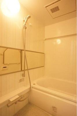 追い炊き機能付き浴室はいつでも入浴可能です。