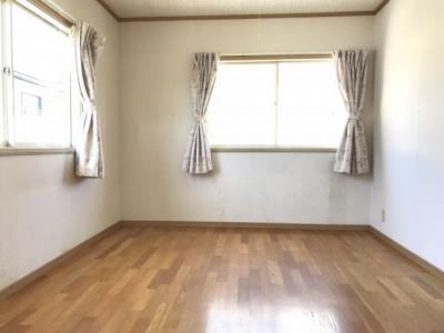 2階の6帖の洋室です。