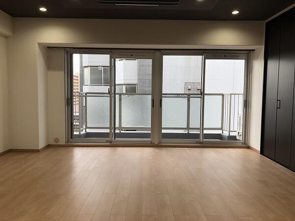南向きのバルコニーに面した明るい洋室です。11階ですので、陽当たり・通風ともに良好です♪