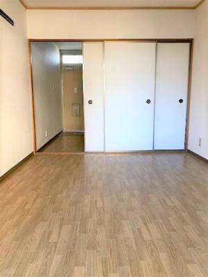 お部屋とキッチンの仕切りが、ふすまです。