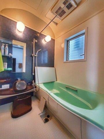 広々した浴槽で半身浴はいかがでしょうか♪毎日のお風呂が楽しみになるような、ピカピカの浴室です。