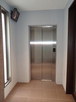 エレベーターと防犯カメラ