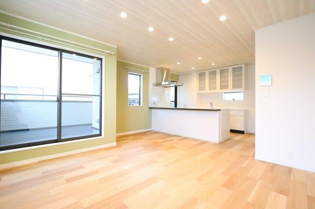 ゆったり過ごせる居間です 建物完成しました♪♪毎週末オープンハウス開催♪三郷新築ナビで検索♪