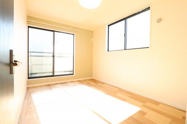 開放的な寝室です 三郷新築ナビで検索